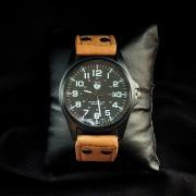 Кварцевые часы ( жёлтые)