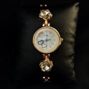 Позолоченные часы с белым цветком